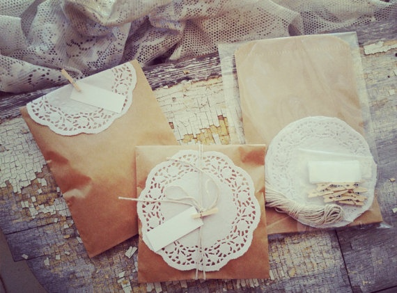 Brown-Paper-and-Lace-Favor-Bags